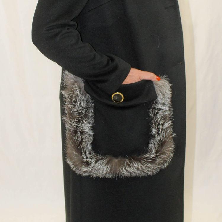 Immagine di Cappotto con tasche bottone con bordo volpe Un Furtive
